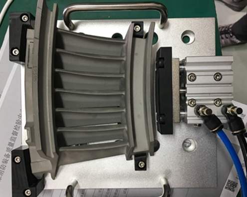Technomark marquage micro-percussion sur pièces moteurs d'avions